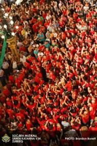 """Jugendliche aus beiden Nationen rufen """"Viva Santa Katarina!"""""""